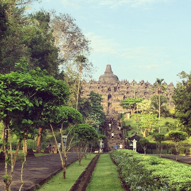 Video: An Early Morning At Indonesia's Borobudur