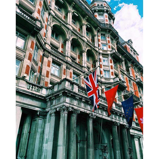 Photo of the Day: Eyeing the Mandarin Oriental London