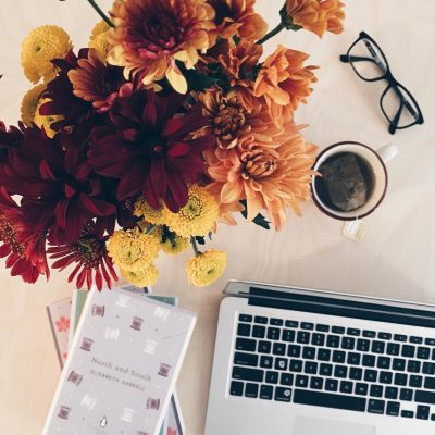 Workspace of the Day: Fall Flowers and Books