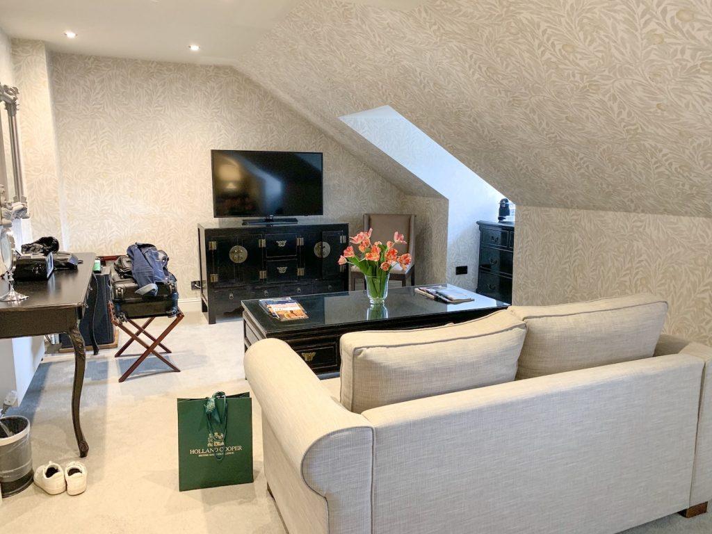 Nira Caledonia Executive Plus living room